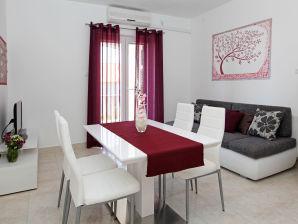 Holiday apartment Bol Katica 1