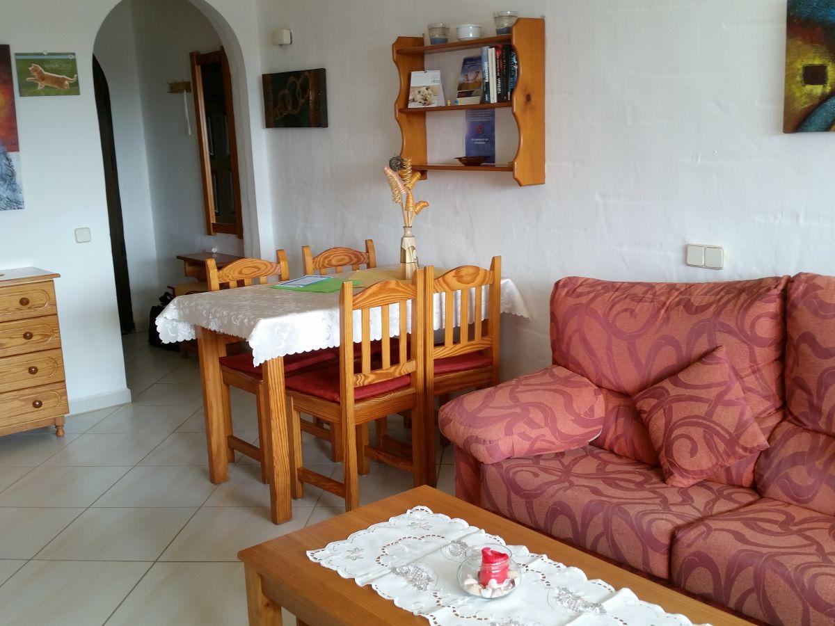 bungalow a 22 in anlage mit pool fuerteventura frau. Black Bedroom Furniture Sets. Home Design Ideas
