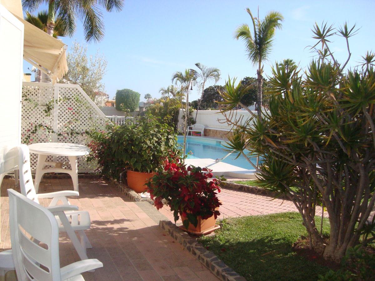 bungalow mit terrasse kanarische inseln gran canaria herr renato del popolo. Black Bedroom Furniture Sets. Home Design Ideas