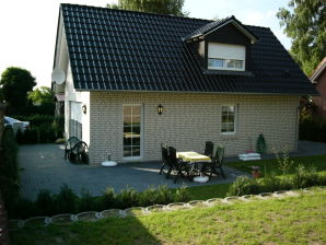 Ferienhaus Trixi, 150 m bis zum Fleesensee