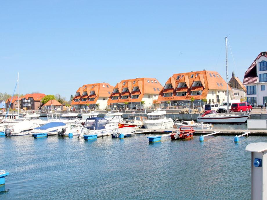 Segler- und Sportboothafen vor den Hafenhäusern Wiek