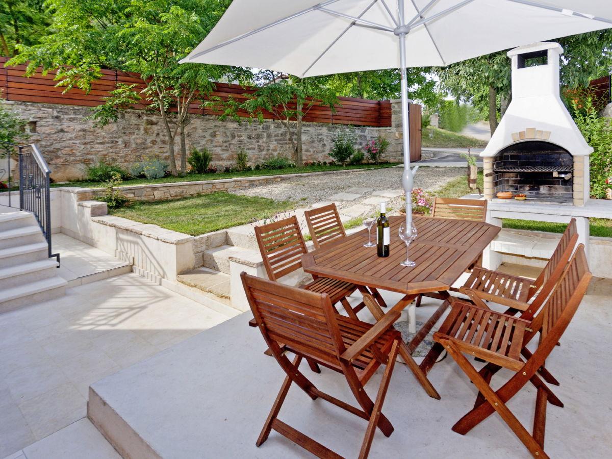 ferienhaus delma pazin istrien firma i d riva tours gmbh frau sandra vukalovic. Black Bedroom Furniture Sets. Home Design Ideas