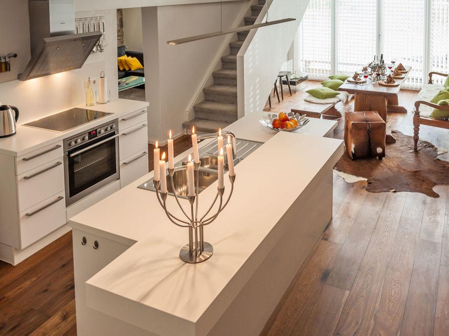 Küche und grosszügiger Essbereich