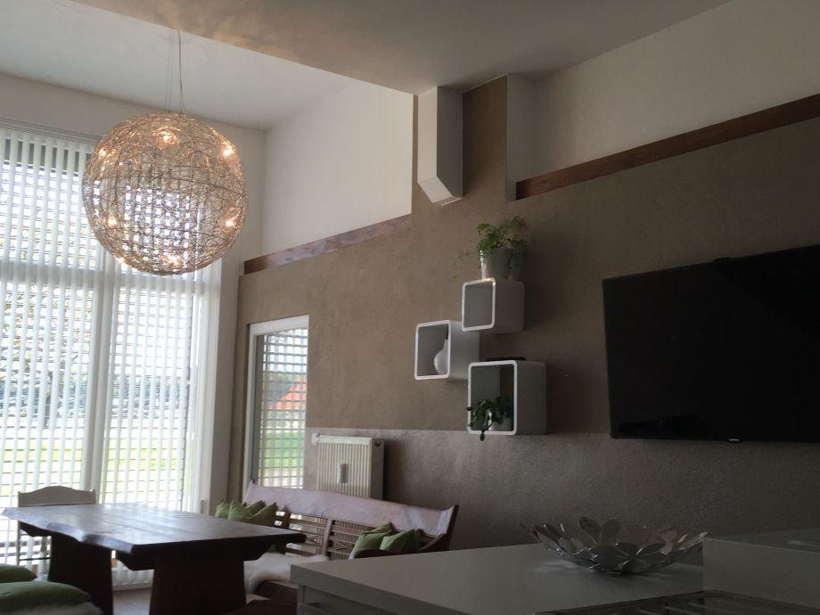 esstisch f r 8 personen sowie hd tv an der wand. Black Bedroom Furniture Sets. Home Design Ideas