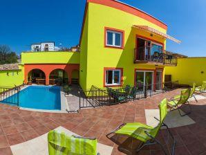 Ferienwohnung Amarena mit Pool