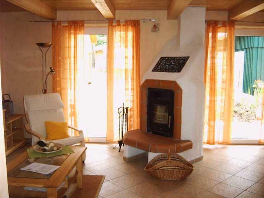 Der Wohnbereich mit Kamin
