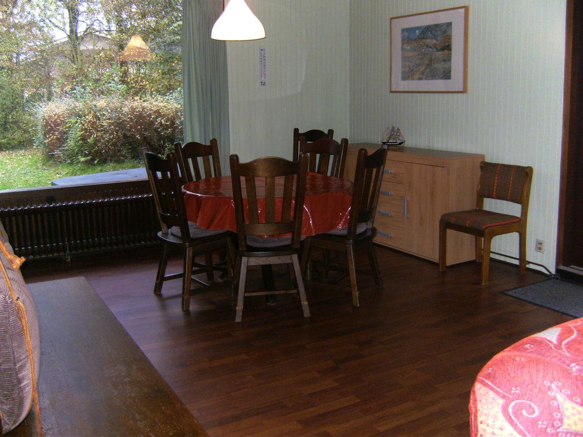 Bungalow ok016 walcheren oostkapelle firma vvv zeeland for Wohnzimmer mit esstisch