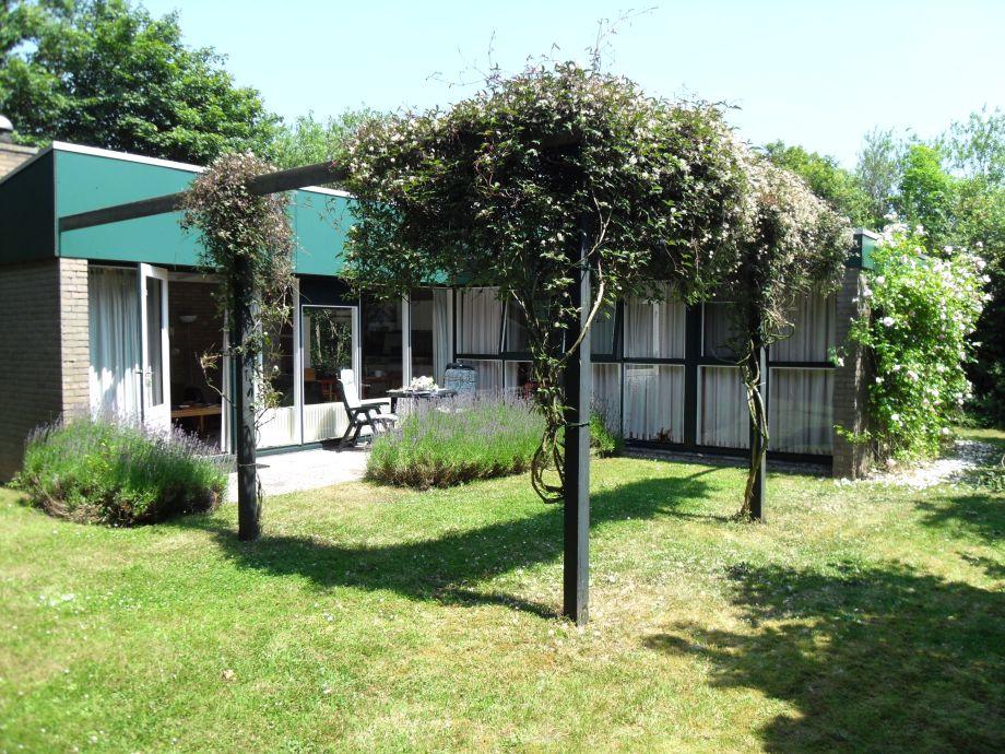 Bungalow WK240 mit Garten und Terrasse