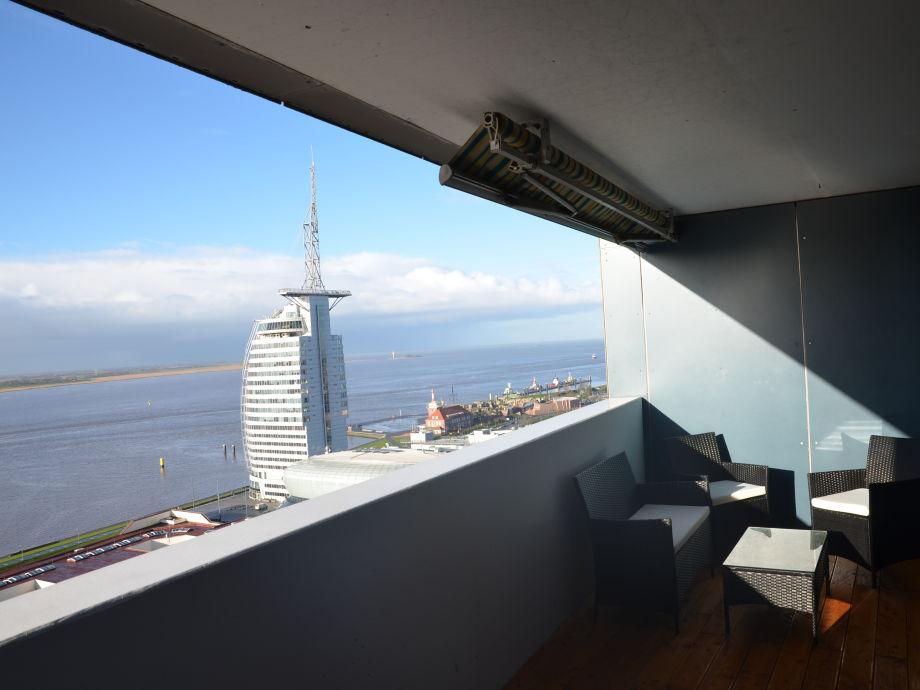 Balkon mit Meerblick von der Wesermündung