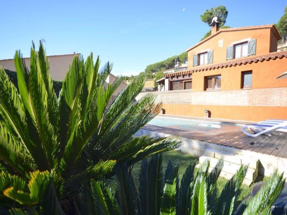 Garten und Ansicht der Villa