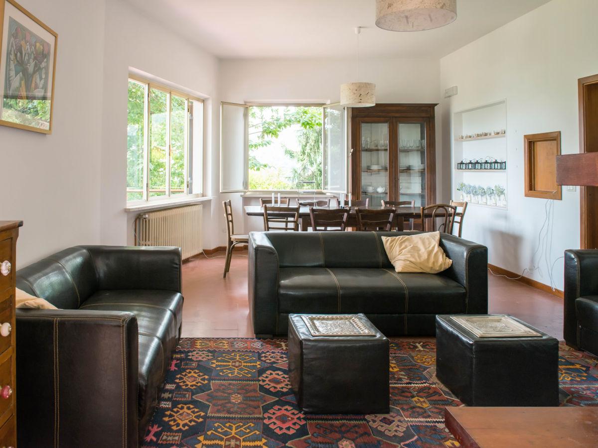 Ferienhaus villa ricci pistoia umgebung pescia for Wohnzimmer mit esstisch