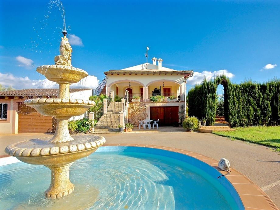Das Ferienhaus mit Pool und Brunnen