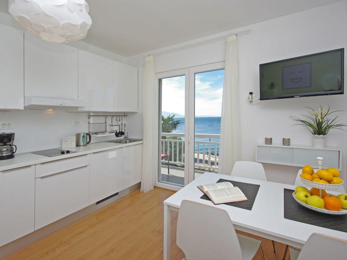 Ferienwohnung Strandhaus IVA, Dalmatien - Frau Jela Matutinovic