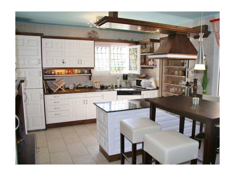 Moderne, komplett ausgestattete Küche