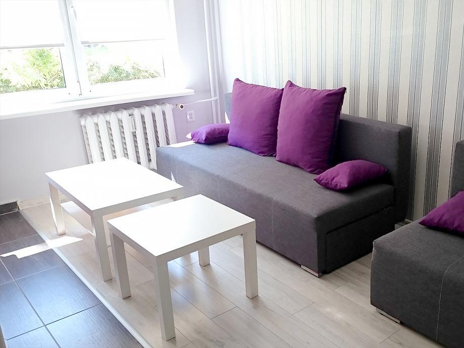 Couch-Ecke mit 2 Abstelltischen