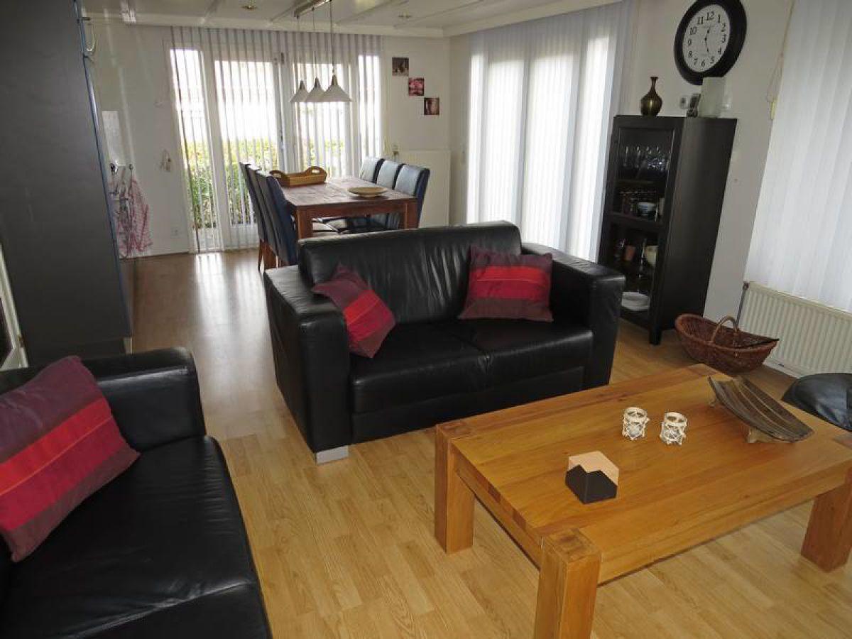 Chalet v36 ijsselmeer makkum firma chaletbemiddeling for Eingerichtete wohnzimmer