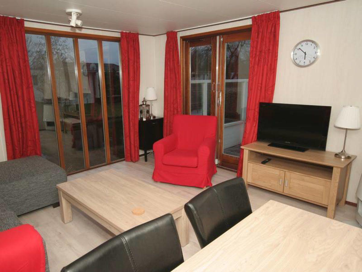 Chalet u32 ijsselmeer makkum firma chaletbemiddeling for Eingerichtete wohnzimmer