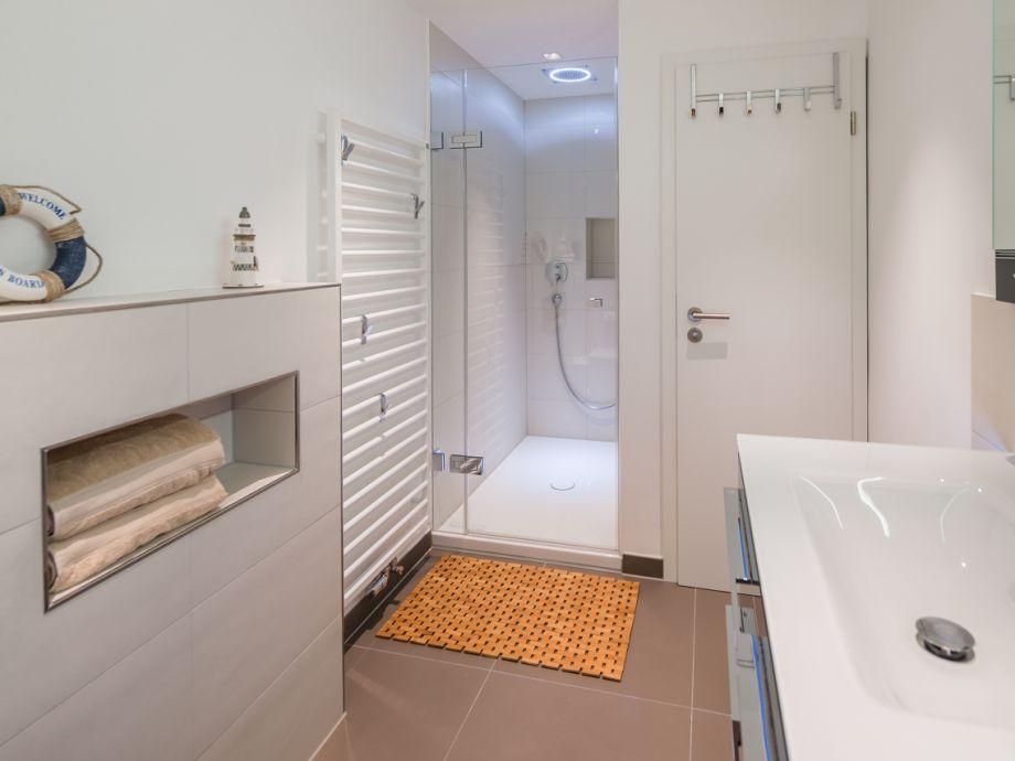 Ferienwohnung haus dujardin wg 13 niedersachsen norden for Modernes bad mit dusche