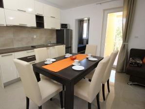 Ferienwohnung im Haus Gorica A4 mit Pool