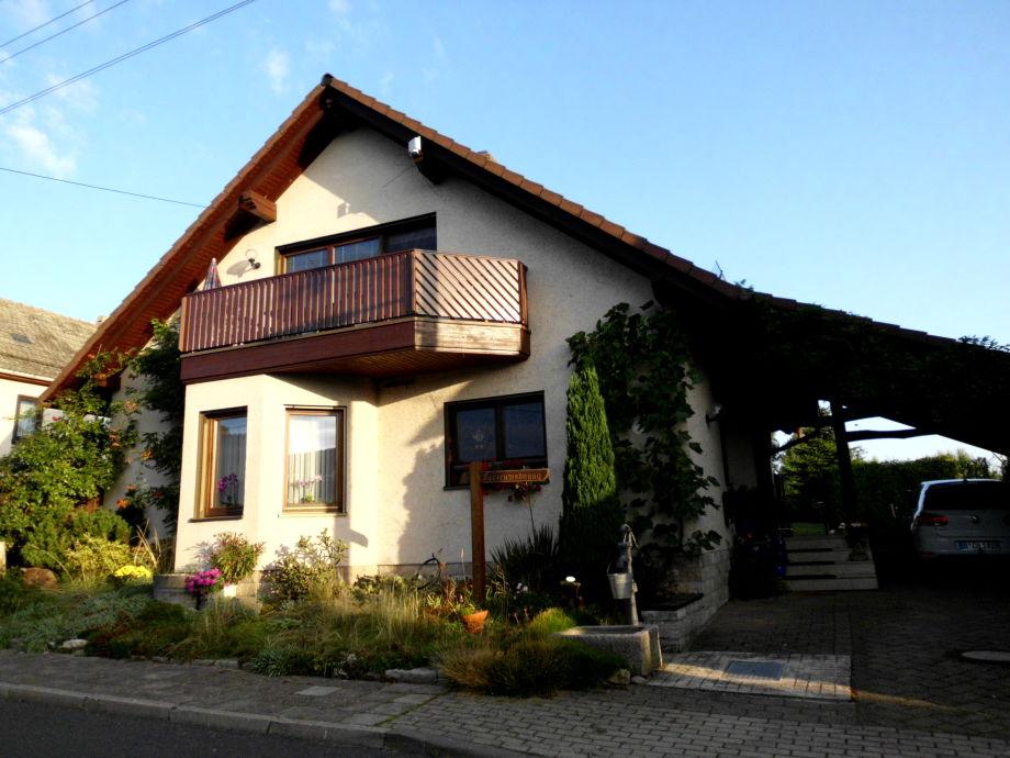 Hausansicht -  Ferienwohnung mit Südbalkon