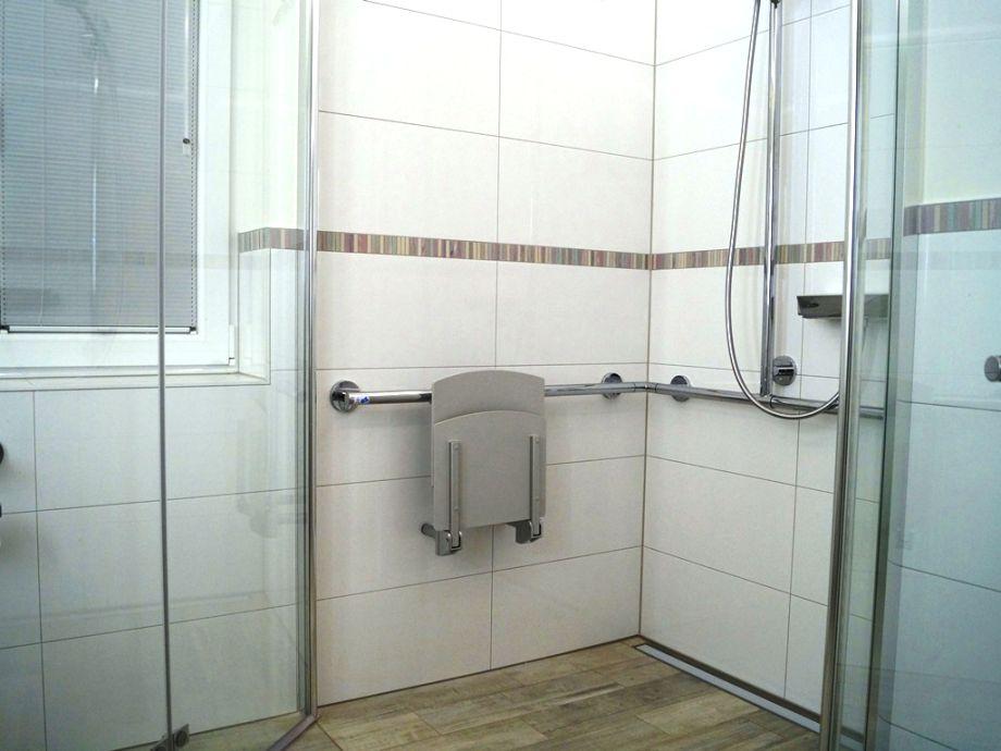 behindertengerechte dusche gr e die 25 besten ideen zu behindertengerechtes bad auf pinterest. Black Bedroom Furniture Sets. Home Design Ideas