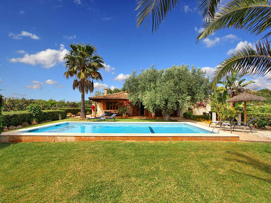 Finca pollensa 2040 mallorca firma esprit villas for Garten pool wanne
