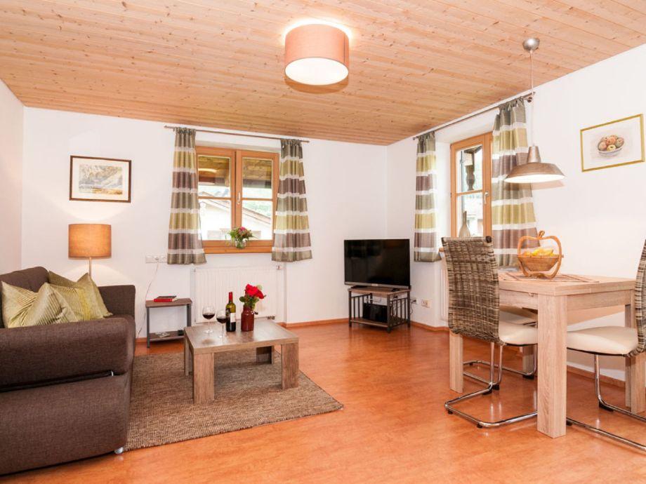 Wohnzimmer mit Flachbildferseher