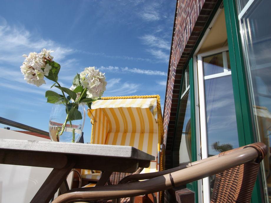 Viele Sonnenstunden auf dem Balkon genießen.