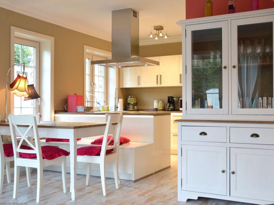 Essbereich und integrierte Küche