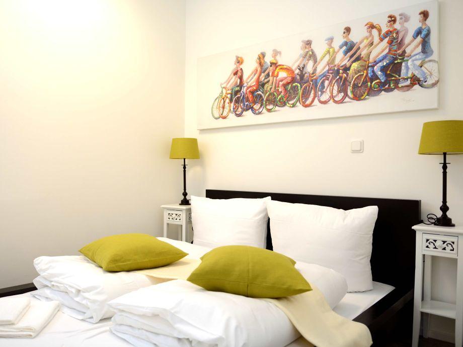 Schlafzimmer mit Doppelbett 1,20m