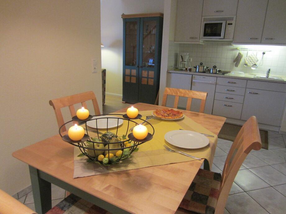 Esstisch mit Platz für alle Gäste