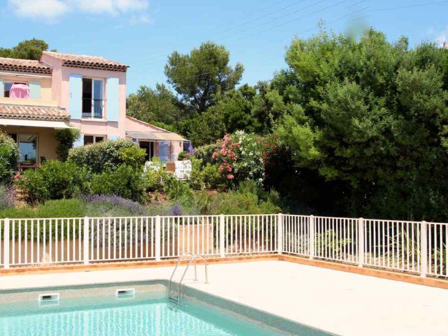 Maison Janique mit Garten vorne und hinten