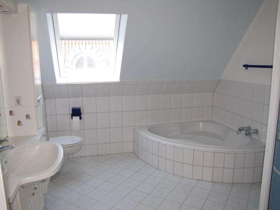 Ferienhaus haus sommerbrise fehmarn familie sandra for Badezimmer mit dusche und wanne