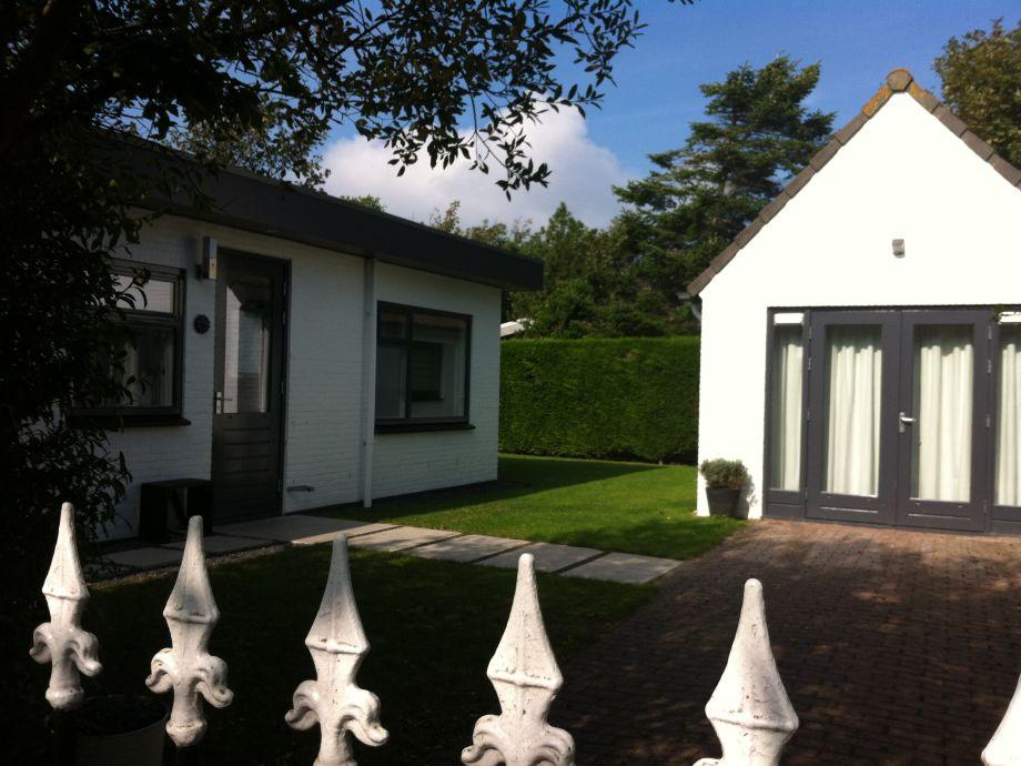 Hinterseite Haus und Gartenhaus