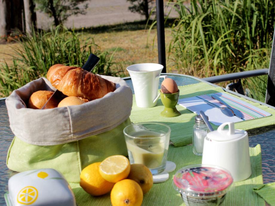 Das Frühstück in der Sonne genießen...