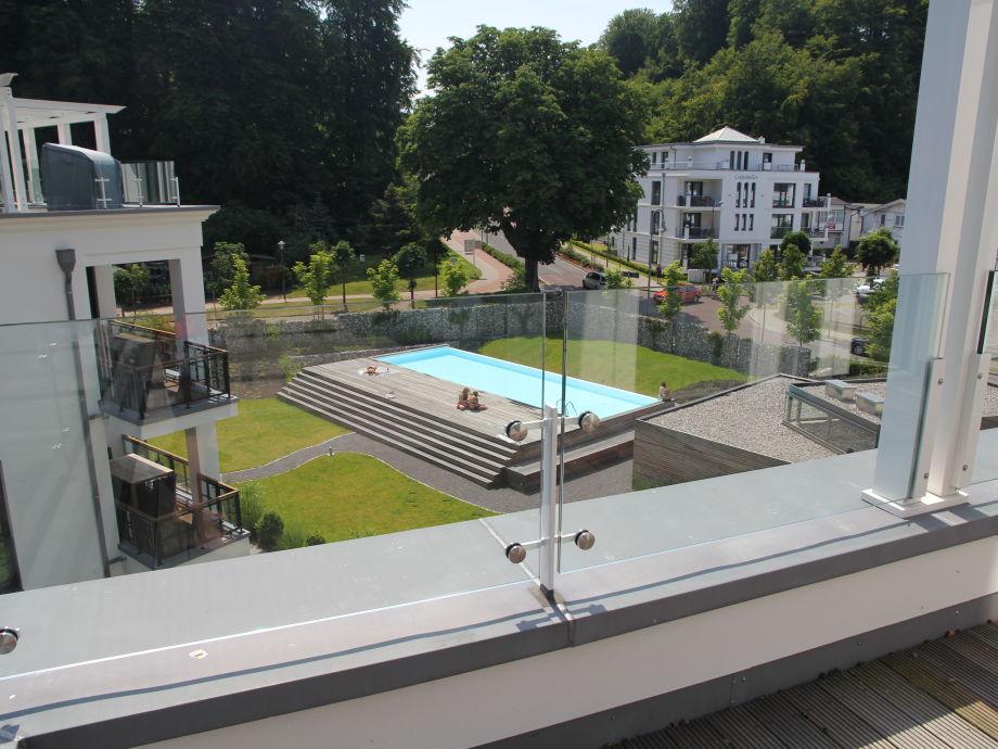 Von der Terrasse haben Sie einen tollen Blick zum Pool