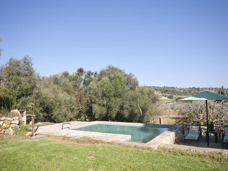Pool mit Aussicht auf die Landschaft