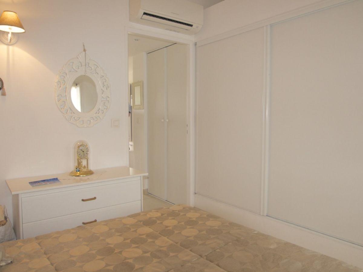 ferienwohnung josette les issambres franz sische. Black Bedroom Furniture Sets. Home Design Ideas