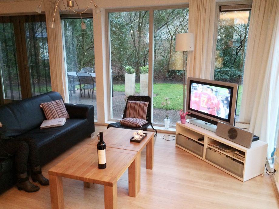Ferienhaus wald und see nr 2 ijsselmeer oudemirdum firma aqua state vakantiewoningen frau - Fernseher wohnzimmer ...