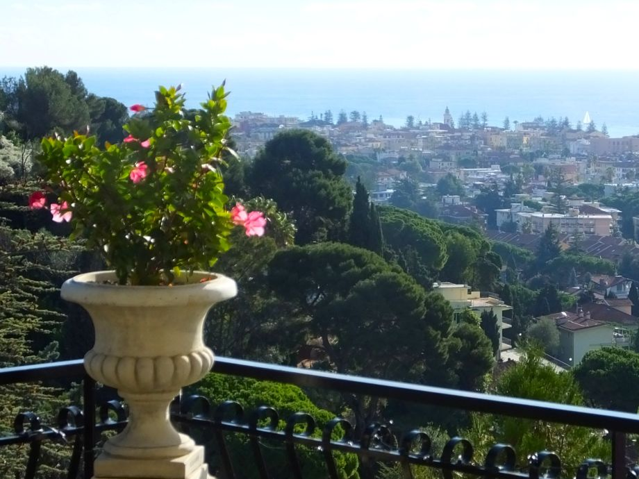 Aussicht vom Balkon nach Süden aufs Meer