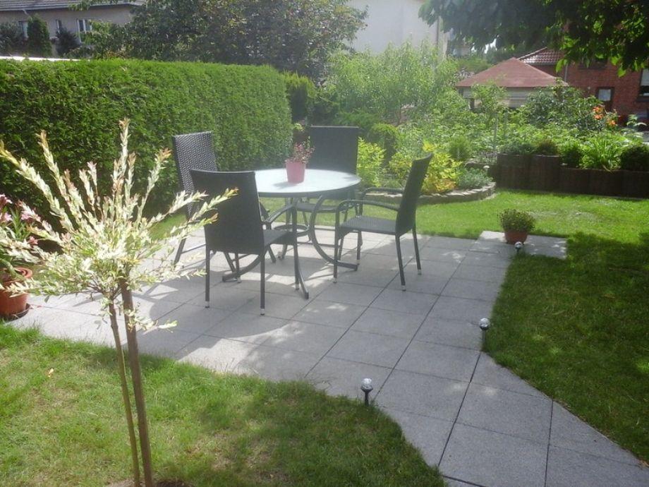 Terrasse I im Garten