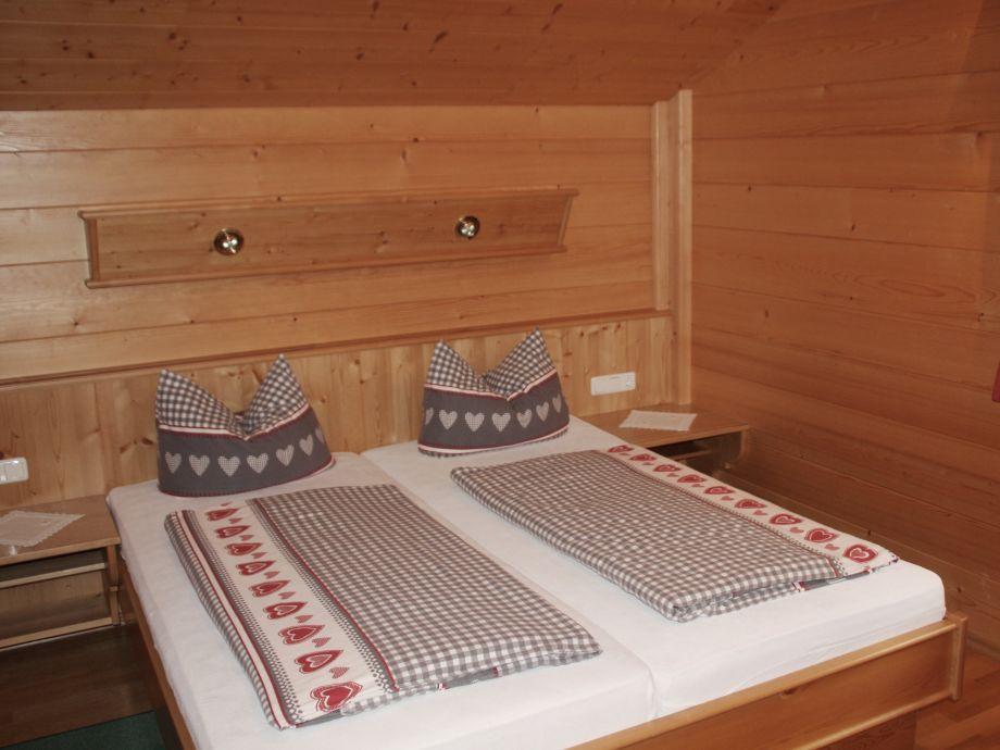 Ferienwohnung stefan fritz riezlern kleinwalsertal - Schlafzimmer stefan ...