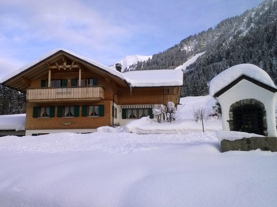 Unser gemütliches Holzhaus im Winter