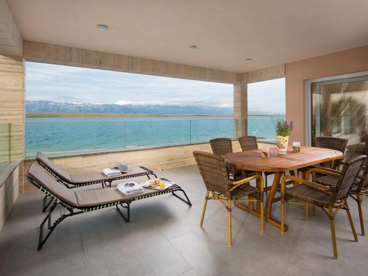 Ferienwohnung malibu royal 1 insel vir mit br cke 30km von zadar dalmatien firma adela - Tisch mit stuhlen ...