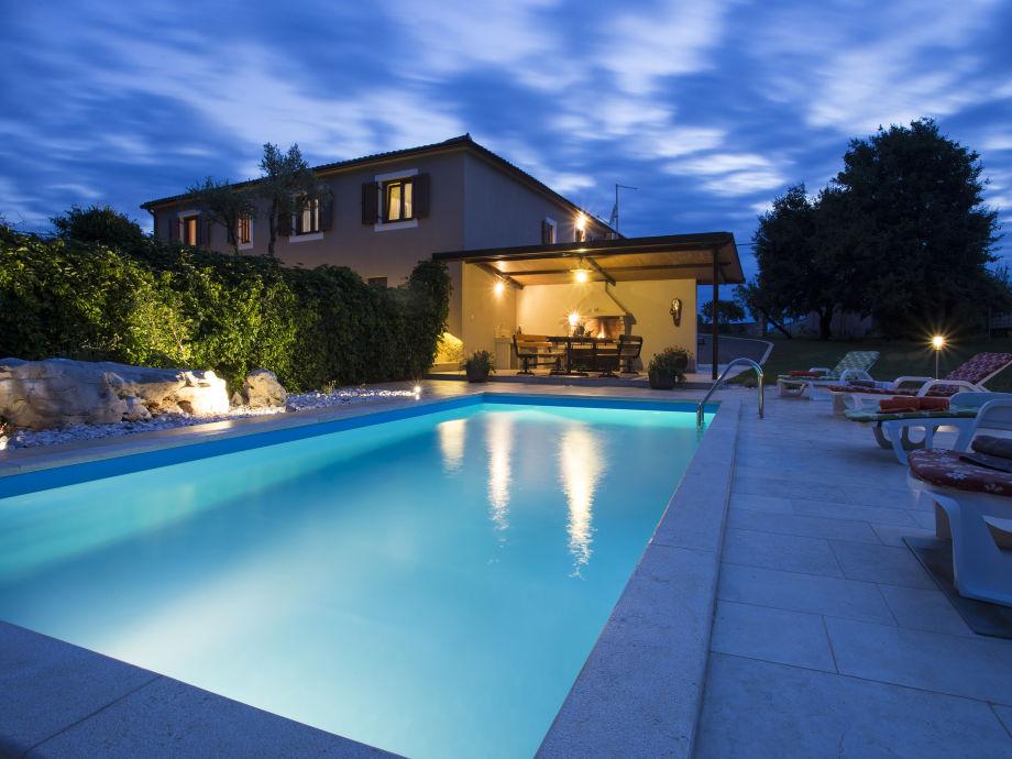 Nachtsicht auf die Villa Krizanci