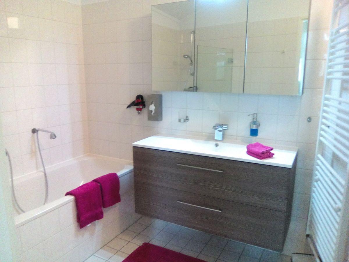 Ferienhaus aquaronde 74 la belle ijsselmeer herr gerd for Badezimmer mit dusche und wanne