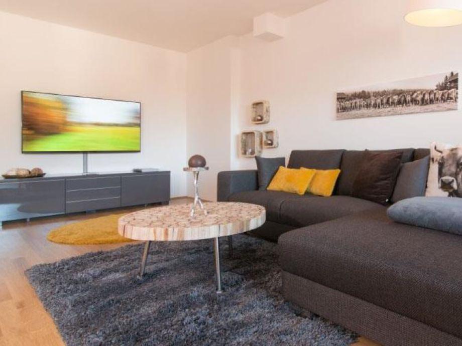 Modern ausgestattetes Wohnzimmer