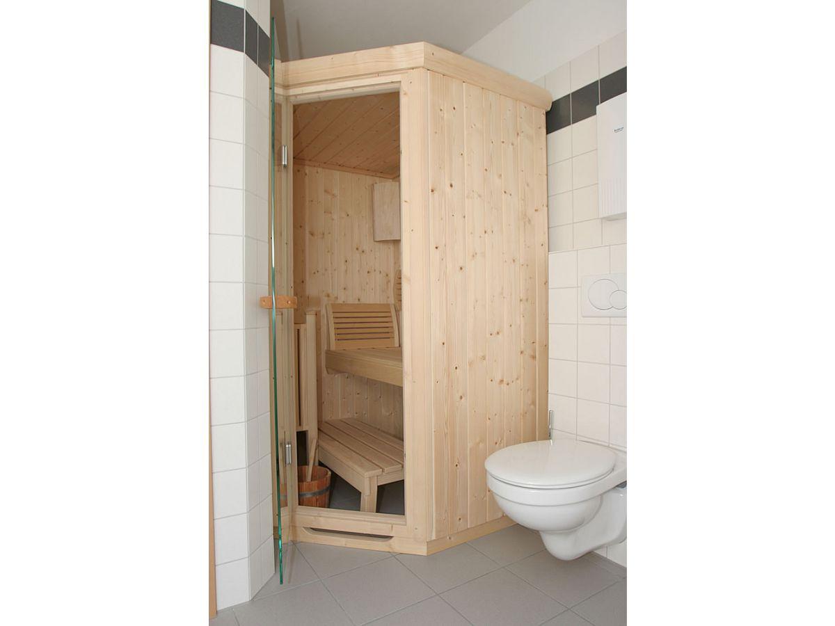 sauna im badezimmer einbauen innenr ume und m bel ideen. Black Bedroom Furniture Sets. Home Design Ideas