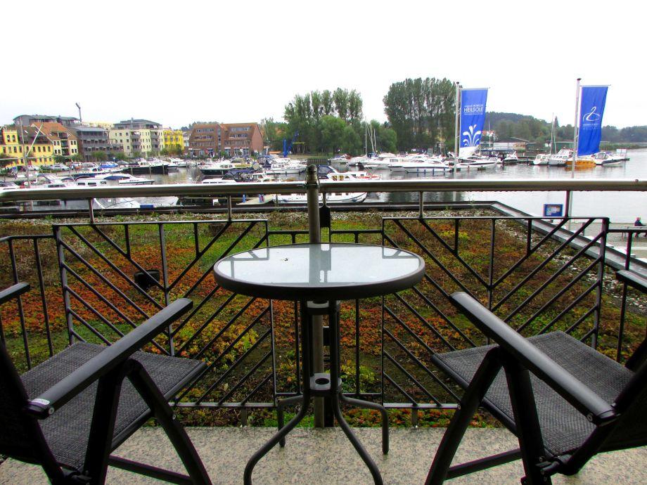 Balkonaussicht über den Stadthafen