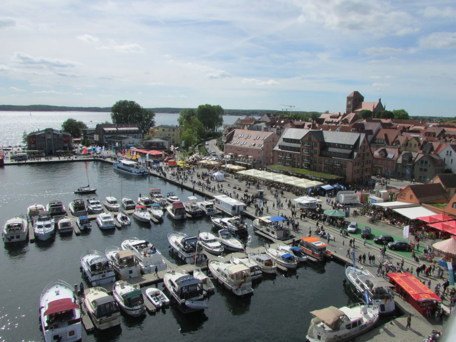 Der Stadthafen von Waren (Müritz)